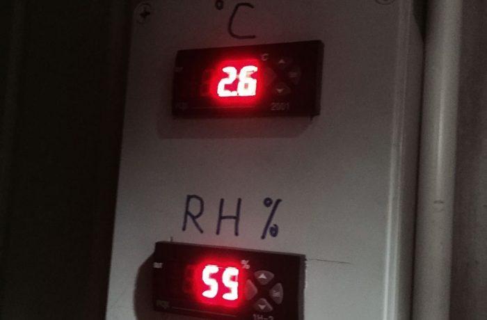Monitor of cold room temperature rh